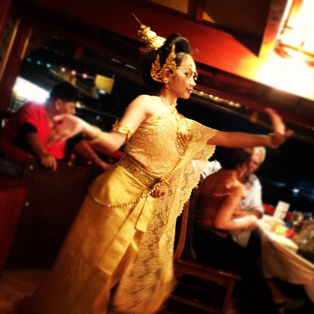 Dinner cruise with Thai dancing
